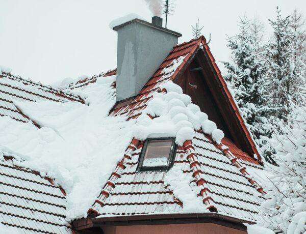 Odśnieżanie dachu – zima 2020/2021 – zaufaj specjalistom z EJAS