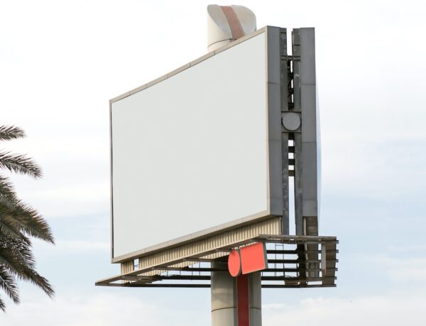 Montaże reklam na dachach wieżowców
